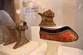 Eröffnung der Ausstellungen, 21.4.2011 - Heights of Fashion: a history of the elevated shoe, Art in Everyday Life, Foto: Libor Sváček